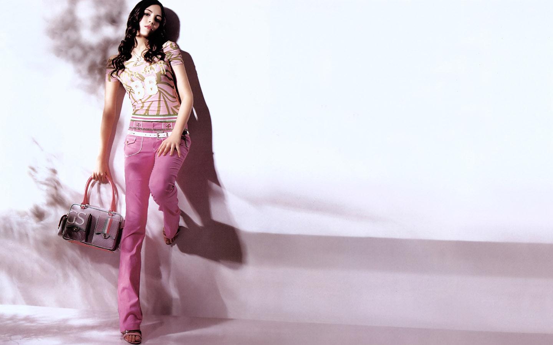 http://4.bp.blogspot.com/-CkerHiixlNA/TckqOBF80fI/AAAAAAAAAIk/7BQC0j0q0Yo/s1600/top_fashion_modles_1440ST_7019.jpg