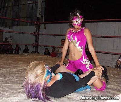 Lady Maravilla - Female Luchador