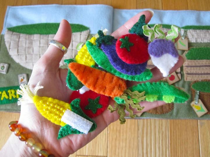Игрушки развивающие для ребенка своими руками