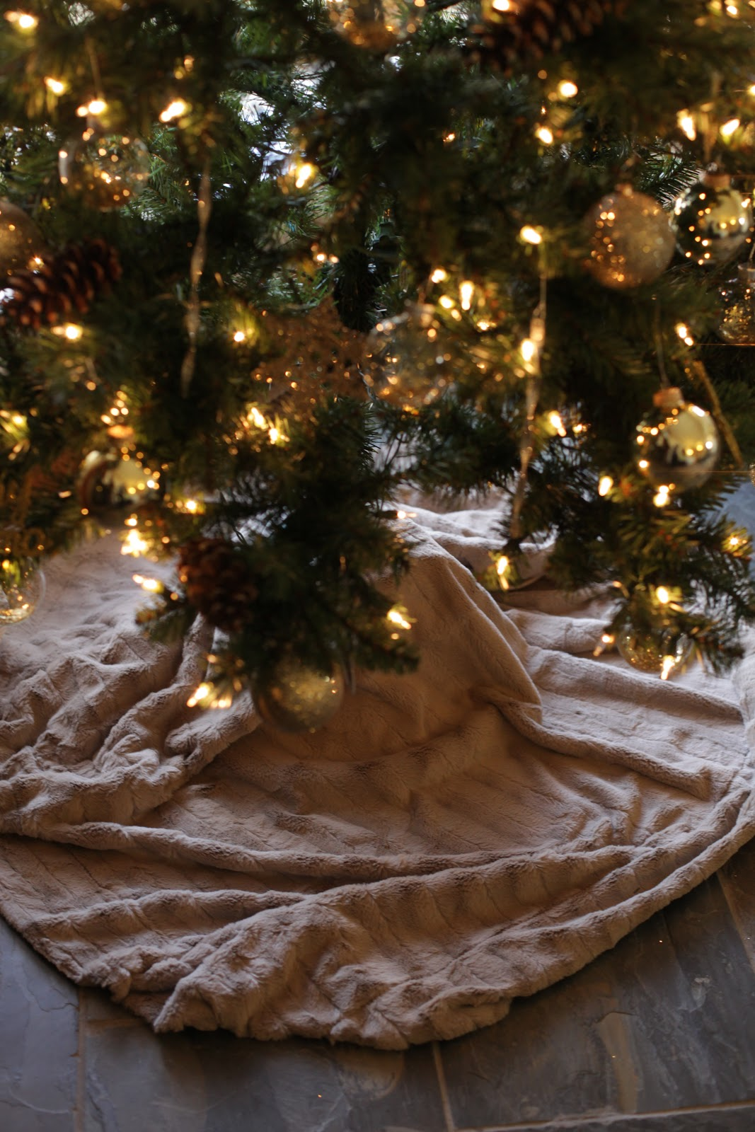 No sew christmas tree skirt tutorial
