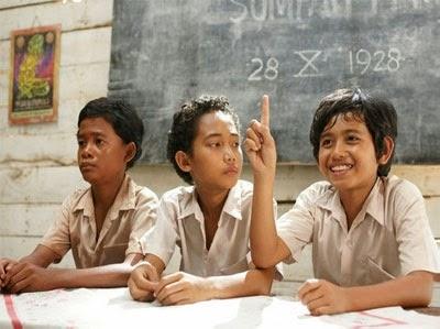 http://karangtarunabhaktibulang.blogspot.com/2014/06/berikut-ini-lomba-17-agustus-yang-menarik-dan-mendidik.html