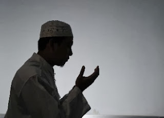 Berdoa (foto dari ROL)