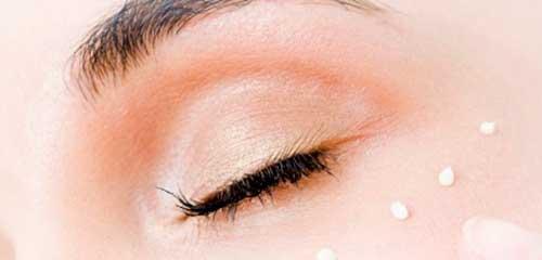 como se usa el contorno de ojos