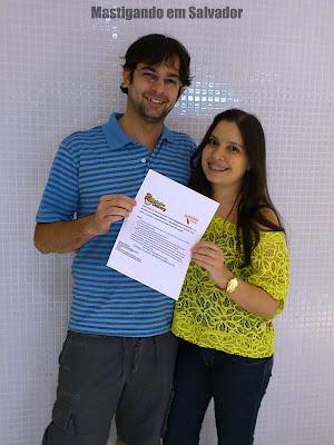 Entrega de prêmios: Mariana Oliveira e o voucher da Saladas Delivery