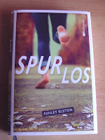 http://www.amazon.de/Spurlos-Ashley-Elston/dp/3944572068