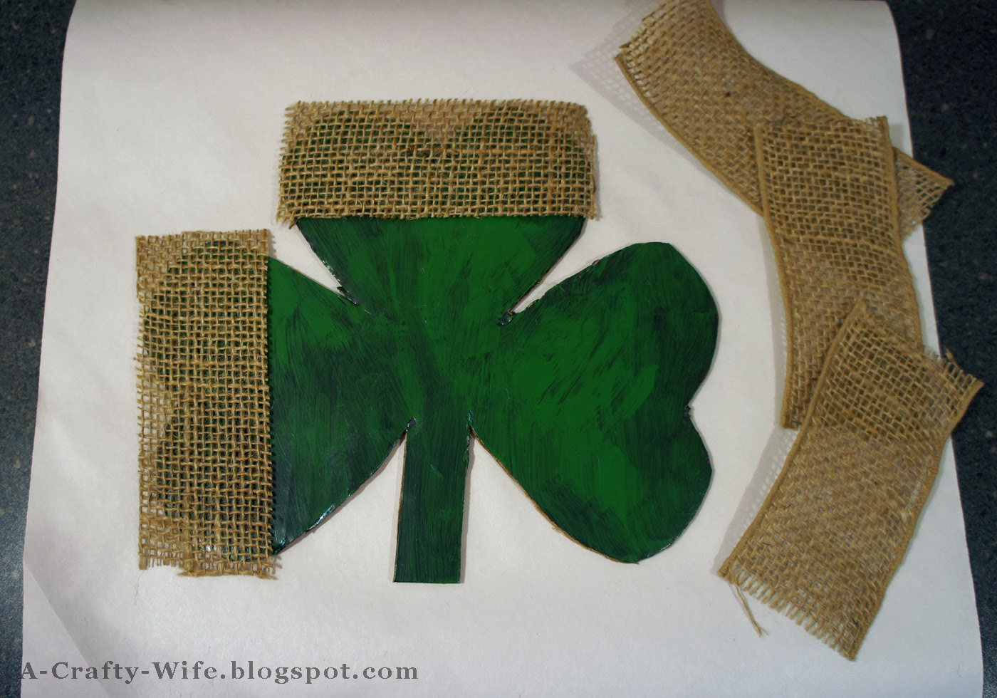 Use burlap ribbon to give texture to shamrock wall hanging | A Crafty Wife