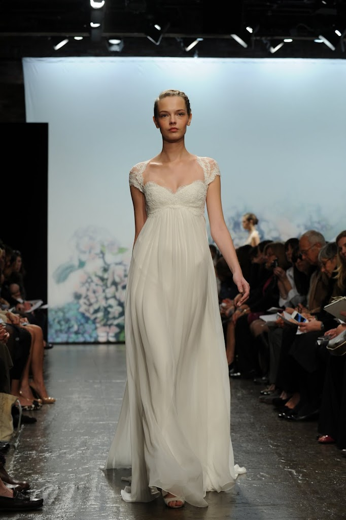 Monique_Lhuillier_Wedding_Dress_Cap-sleeve