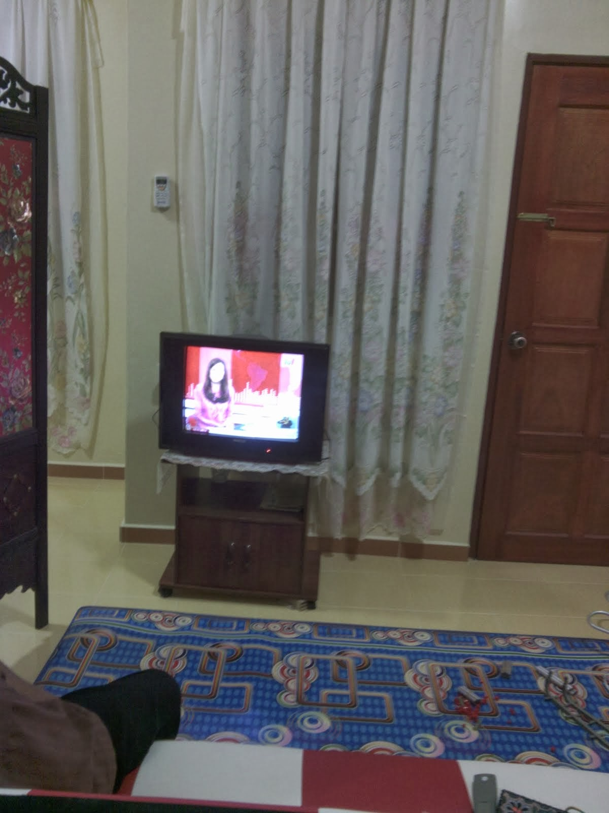 Set TV di ruang Tamu