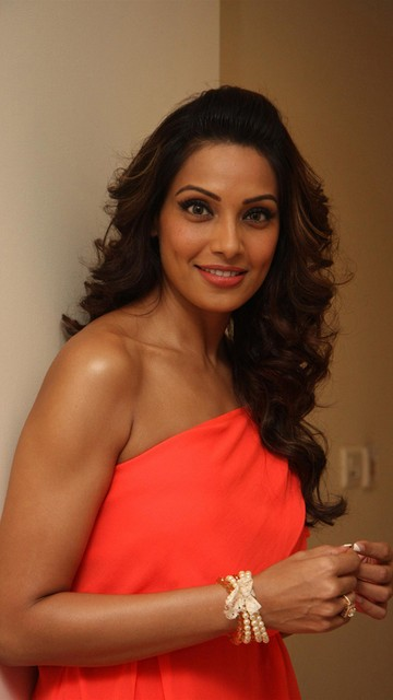 Bipasha Basu Hot Wallpapers 2013