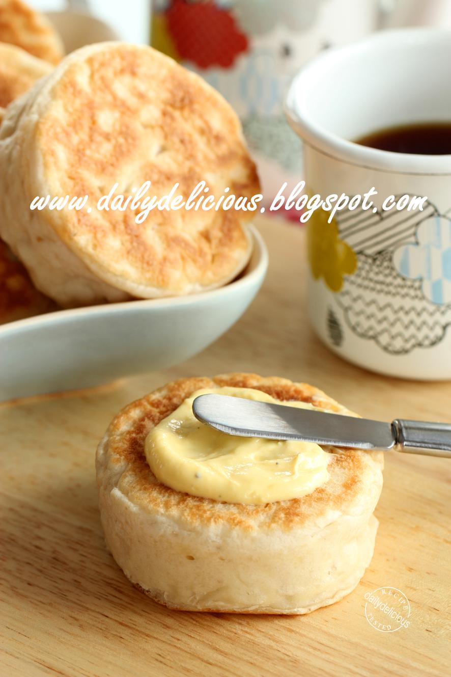 dailydelicious: Easy no oven needed bread: Crumpets
