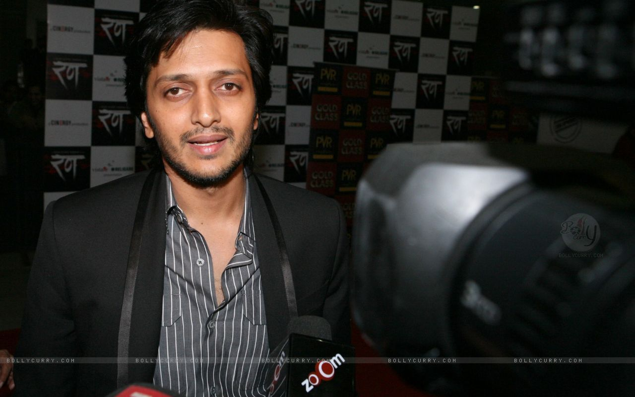 http://4.bp.blogspot.com/-CnImpW9-ucA/TiqrDjKZFnI/AAAAAAAABOQ/sKCCAZzBqCk/s1600/84490-bollywood-star-ritesh-deshmukh-for-the-red-carpet-premiere-of-th.jpg
