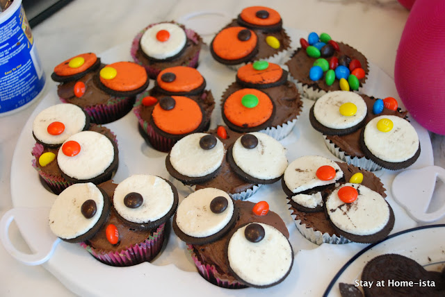 Oreo and M&Ms for owl cupcakes