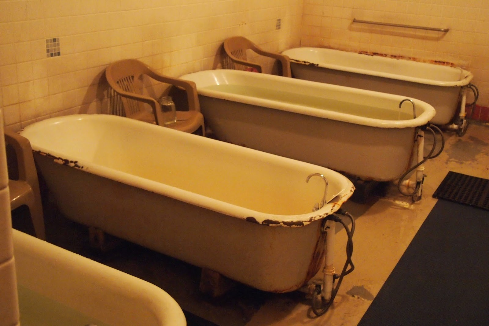 extra large clawfoot tub. The men s soaking area consists of eight extra large clawfoot tubs These  are big probably even for their day Just out college t i n y g o Carson Hot Springs martinkeeis me 100 Extra Large Clawfoot Tub Images Lichterloh