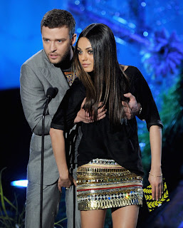 Saat itu, dia tengah berada di atas panggung bersama bintang Black ...