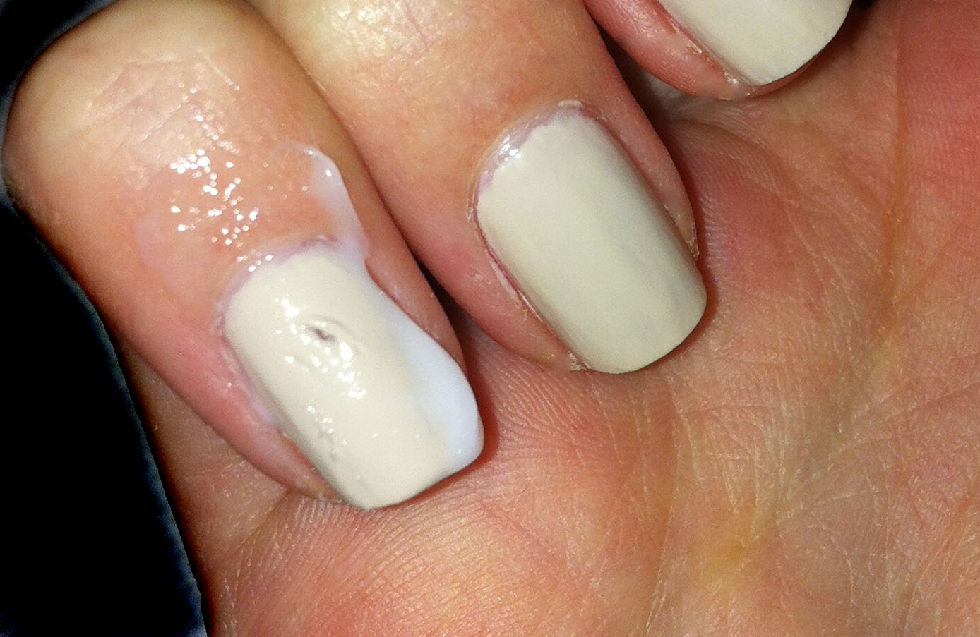 Makeup-Of-Mine: A great way to repair smudged or dented nail varnish!