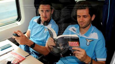 Cosa fa Miroslav Klose e Luliç nel tempo libero ? Leggono Enver Hoxha.