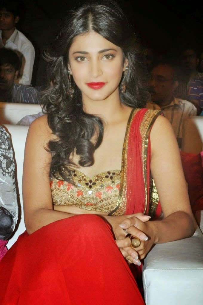 shruti hassan hot cleavage hd wallpapers