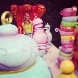 Alice in Wonderland Mad Tea Party in Fantasyland at Disneyland Paris www.thebrighterwriter.blogspot.com