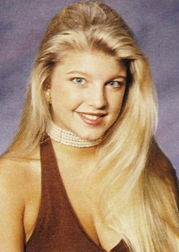 Sape nama dia,ish lupa lak..Fergie..dahinya sangat sempit ye.