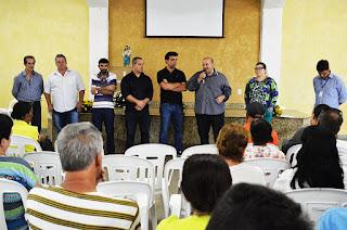Prefeito Márcio agradece a dedicação do secretário de estado do Ambiente, André Corrêa, para que as famílias recebessem as indenizações