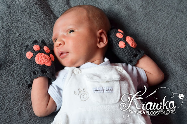 Krawka: Newborn anty-scratch gloves - wolf paws.