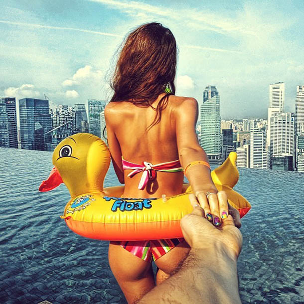 Follow Me To - Singapura - Fotógrafo Murad Osmann segue a namorada pelo mundo