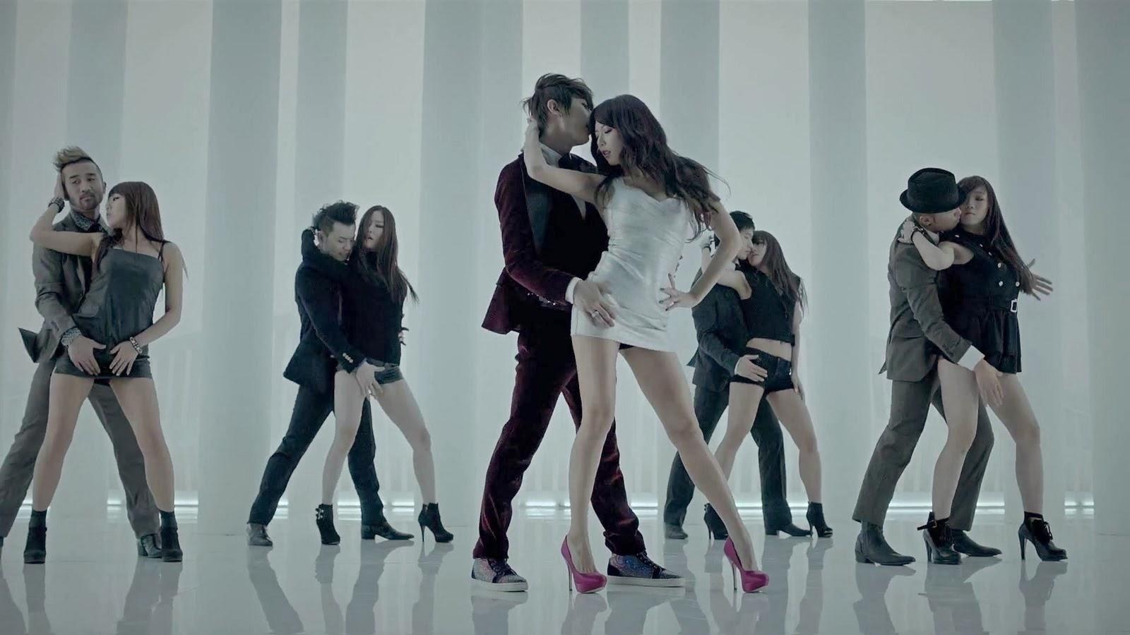Body tuyệt đỉnh và thời trang tạo sóng bảo sao HyunA mãi là nữ hoàng gợi cảm của Kpop suốt thập kỷ qua ảnh 3