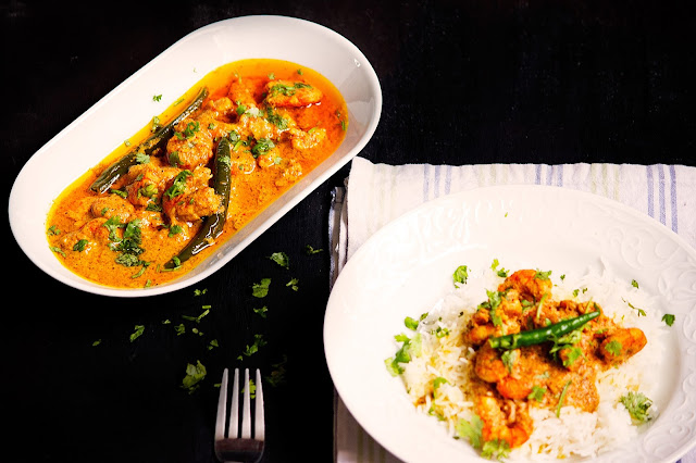 how to cook bengali style prawn curry in yogurt sauce