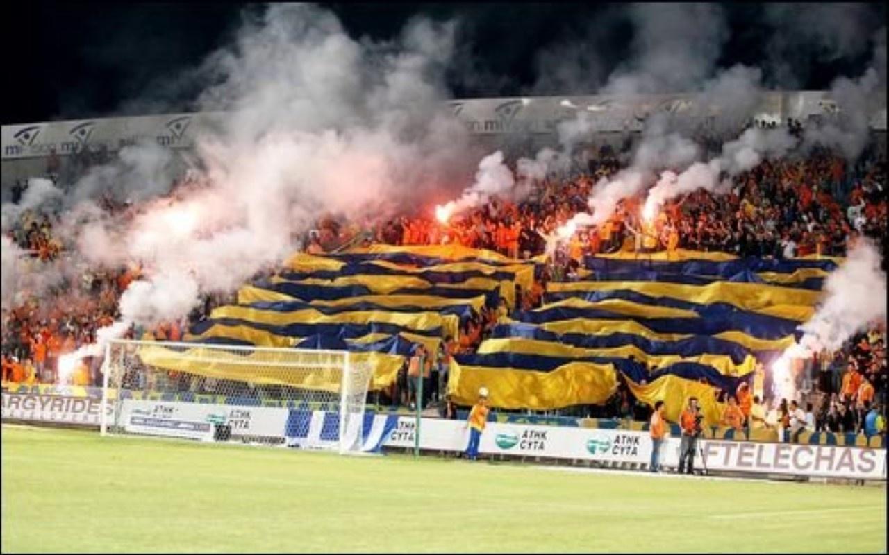 http://4.bp.blogspot.com/-CpWPYNPxpa4/Ttkr3MXPxII/AAAAAAAAEV0/a-nl1Sw2iEc/s1600/apoel_nicosia_fans_football-1280x800.jpg