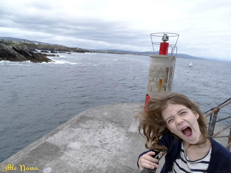 Viajar con niños faro isla de tapia asturias