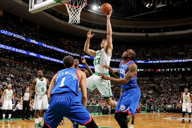 Humphries won't travel because of knee injury