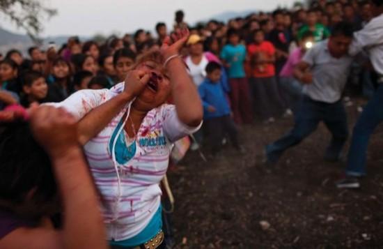 女性の拳の戦い