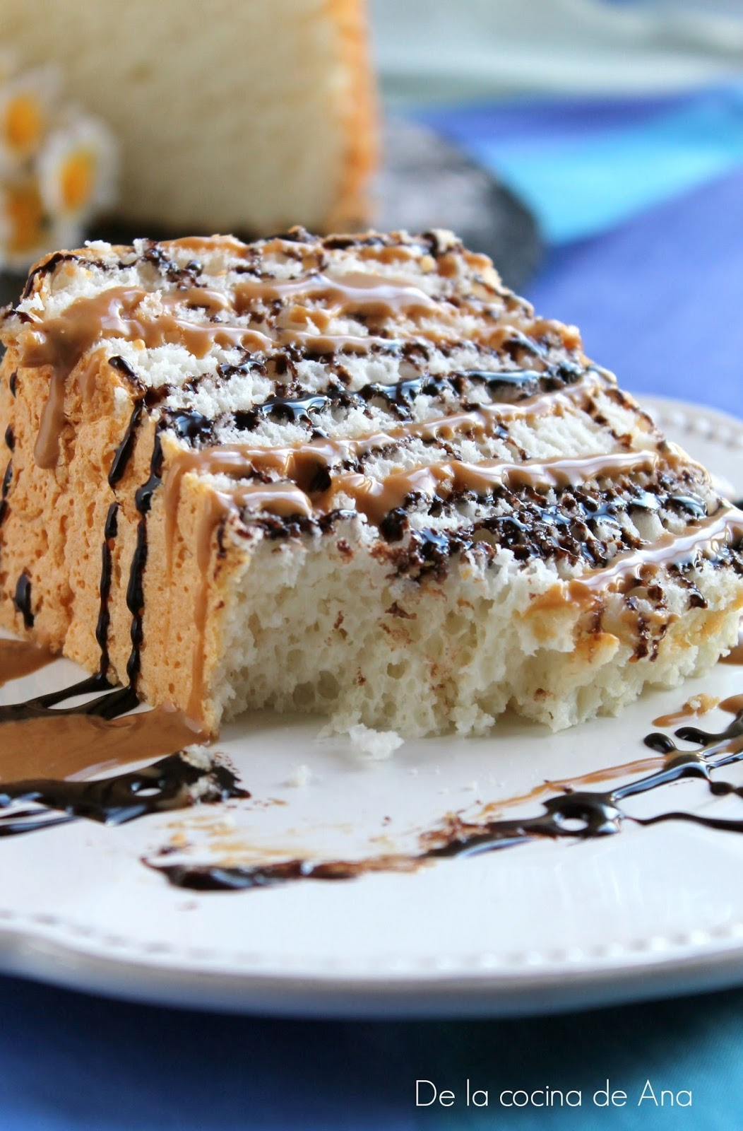 """porción-angel-food-cake-con-toffee-y-chocolate"""