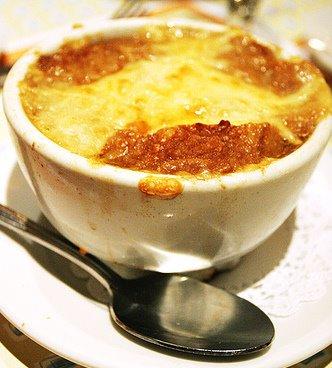 clo 39 s sensuous delights soupe a l 39 oignon gratin e french onion soup gratin e. Black Bedroom Furniture Sets. Home Design Ideas