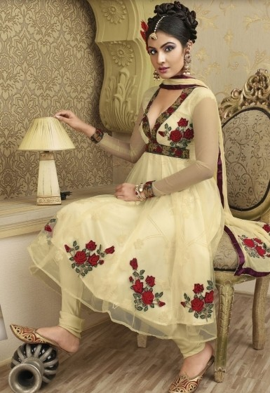 Salwar Kameez Designs 2011: Models wearing Trendy Salwars [Part-1]