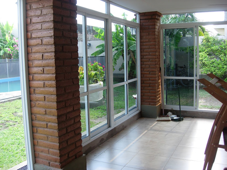 Via dise o carpinter a de aluminio puerta balcon dos for Carpinterias de aluminio en argentina