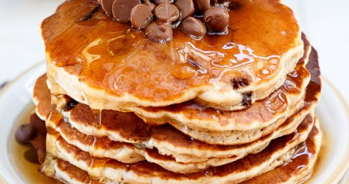 DeathTaxesFashion: whole wheat chocolate chip banana pancakes