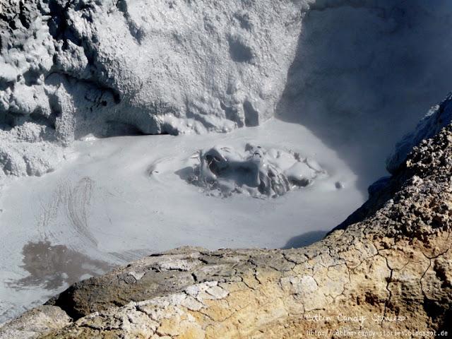 Mudpool im das Gebiet Hverarönð und den Námafjall