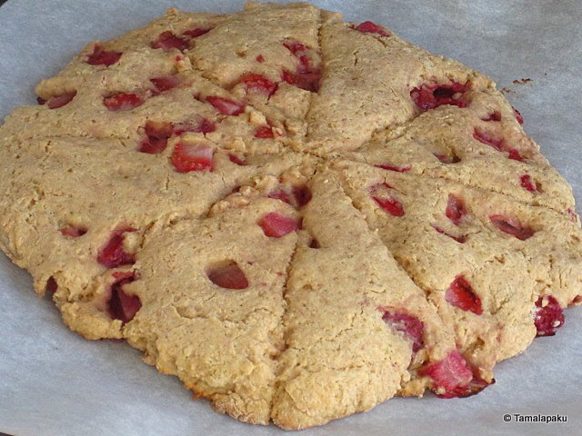 Quinoa-Strawberry Scones ~ Tamalapaku
