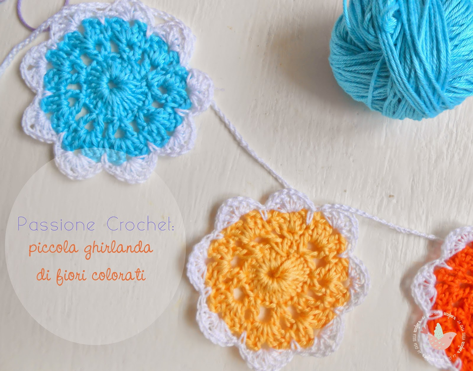 Passione Crochet: piccola ghirlanda di fiori colorati - Facciamo entrare un po' di primavera in casa? questa ghirlanda di fiori a crochet è davvero l'ideale per rendere ogni stanza fiorita e leggiadra...