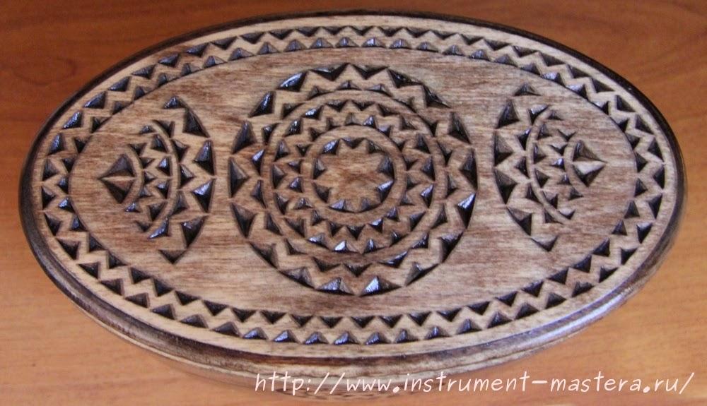 Овальная шкатулка из дерева