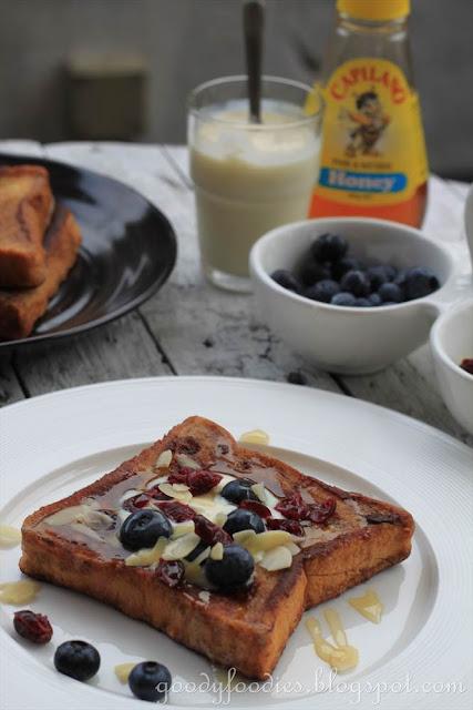 GoodyFoodies: Recipe: French Toast with Honey Yogurt