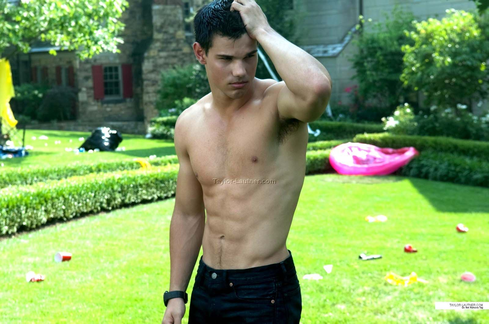 http://4.bp.blogspot.com/-Cr3MKv1V2K0/ToB9XWIWWlI/AAAAAAAACbg/nbHQC6XeNzQ/s1600/abduction_lautner_shirtless.jpg