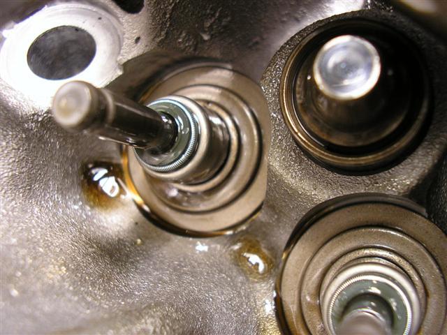 Kawasaki  Hp Oil In Combustion Chanber