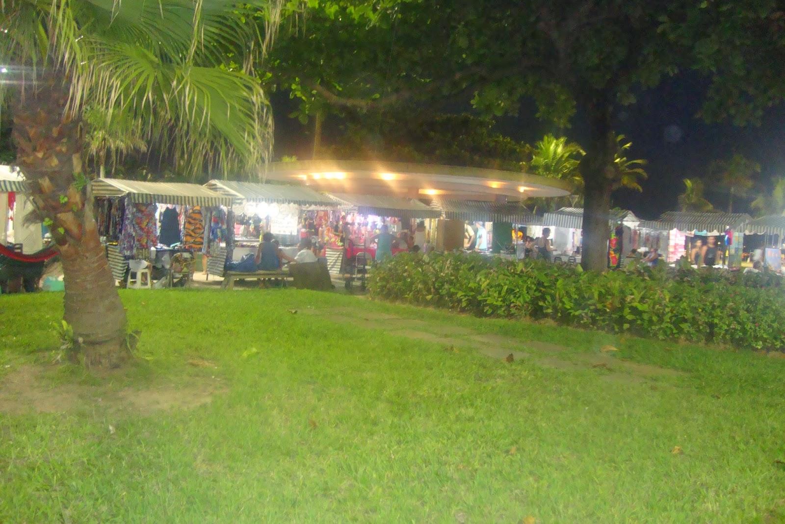 Feirinha da Praia de Santos - SP, à noite, no verão