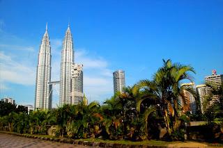 Petronas Twin Towers, Kuala Lumpur Malaysia, world's tallest twin towers