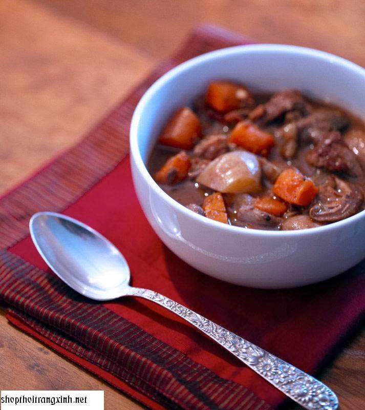 Cách nấu thịt bò sốt vang ngon cho mùa đông ấm áp