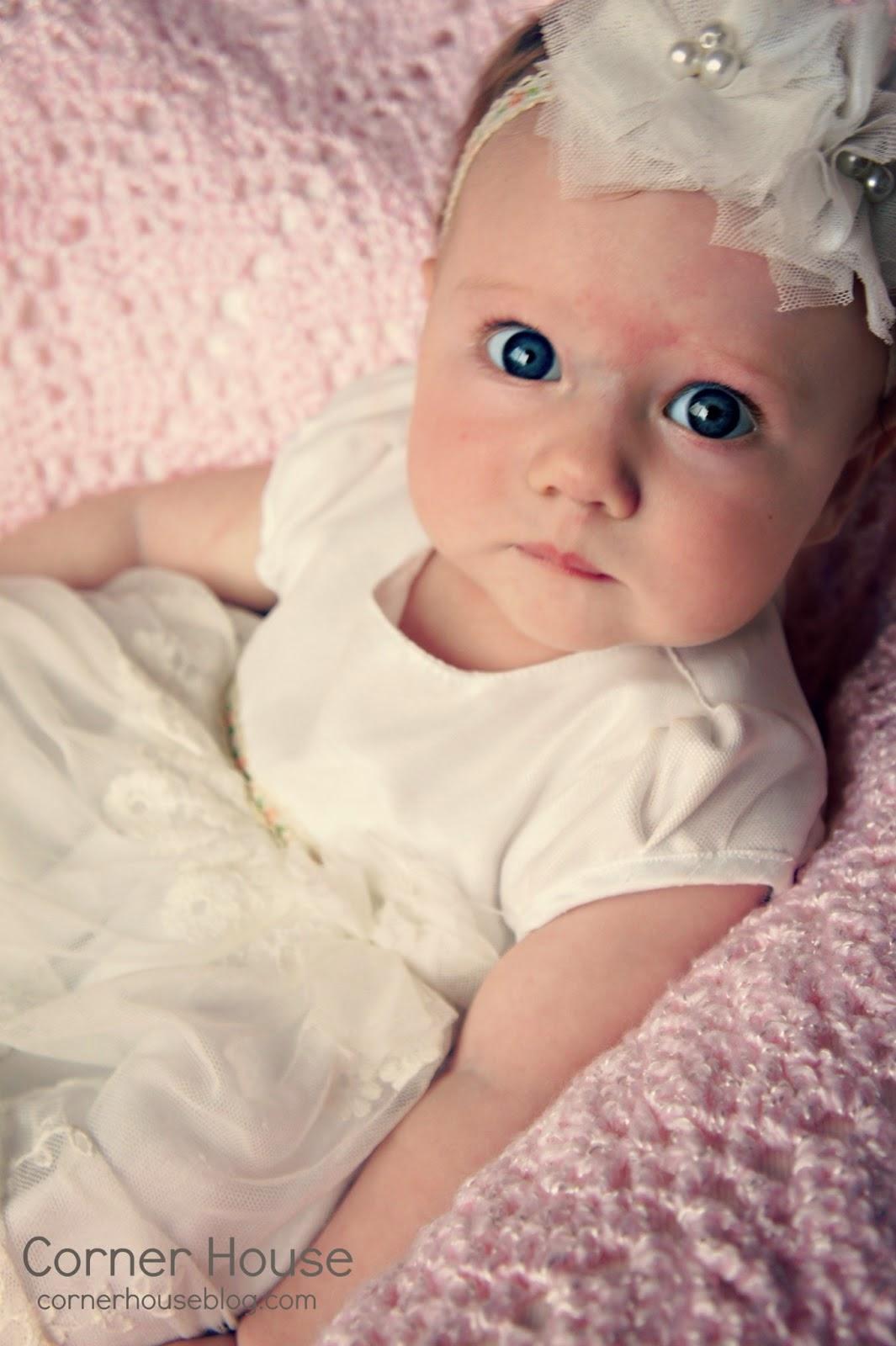 Adorable bébé fille