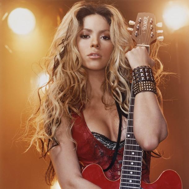 """<img src=""""http://4.bp.blogspot.com/-CrPoOgZMFkY/UgvmIgdubWI/AAAAAAAADlE/s886pt4vfP8/s1600/preview-2357-celebritypixel.com.jpg"""" alt=""""Shakira hot wallpaper"""" />"""