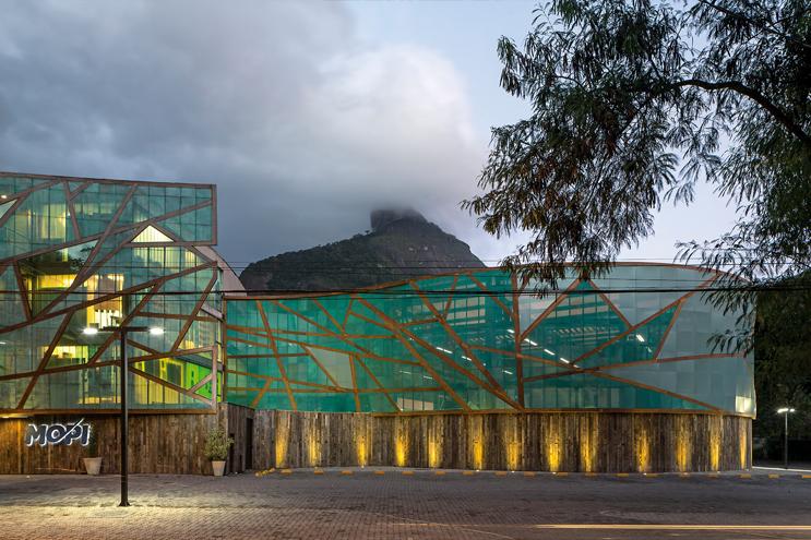 Scuola urbana nei pressi della foresta architetture dell for Costo della costruzione dell edificio